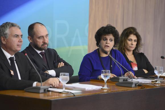 Em entrevista coletiva, a ministra do Meio Ambiente, Izabella Teixeira, disse que cabe às empresas pagar pelos danos e que, dessa forma, os recursos não sairão do Orçamento Geral da UniãoValter Campanato/Agência Brasil