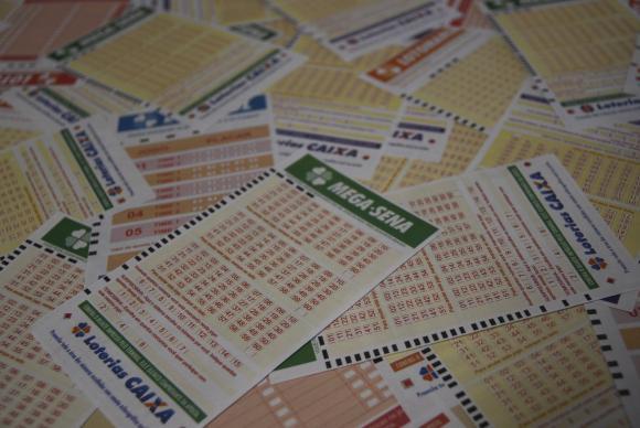 Resultados da Mega-Sena e de outras loterias são adiados para esta segunda. (Foto:Marcello Casal Jr/Agência Brasil)