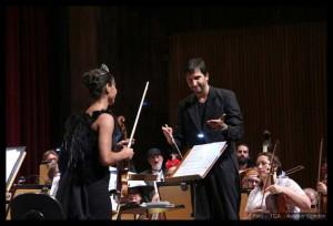 Com a violinista Priscila Plata em apresentação do Cine Concerto. Foto: Reprodução Facebook