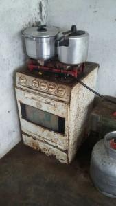 Aparelhos domésticos foram encontrados em condições subumanas. (Foto: Reprodução / PRF)
