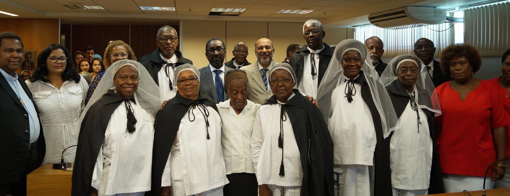 Membros da Irmandade durante homenagem na ALBA Foto: Divulgação
