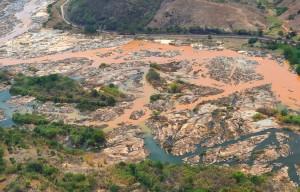 Resplendor (MG) - Imagem aérea mostra a lama no Rio Doce, na cidade Resplendor ( Fred Loureiro/ Secom ES)