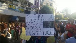 Manifestantes criticam posicionamento não-laico de Cunha