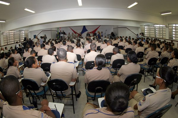 Colégio da Polícia Militar no bairro de Lobato. (Foto: Manu Dias/SECOM)
