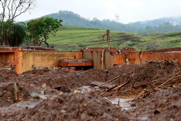 A barragem de Fundão se rompeu no dia 5 de novembro, derramando cerca de 35 milhões de metros cúbicos de rejeito de mineração. (Foto: Rogério Alves/TV Senado/Fotos Públicas)