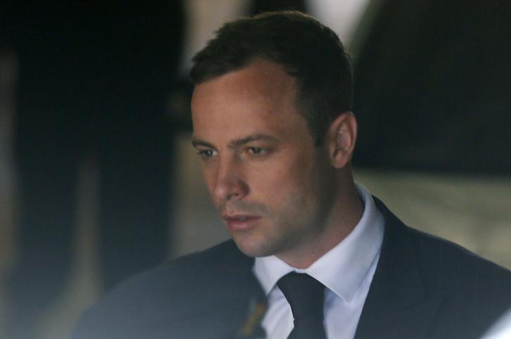 Oscar Pistorius aguardando julgamento em Pretória. 21/10/2014 REUTERS/Mike Hutchings