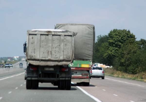 Caminhões na estrada (Foto: Reprodução Torange-pt)