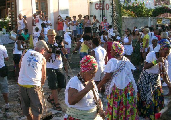 Lavagem das escadarias da igreja (Foto: Olenka Machado)