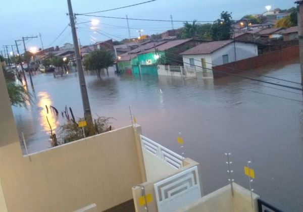 Cidade de Riachão do Jacuípe amanheceu alagada
