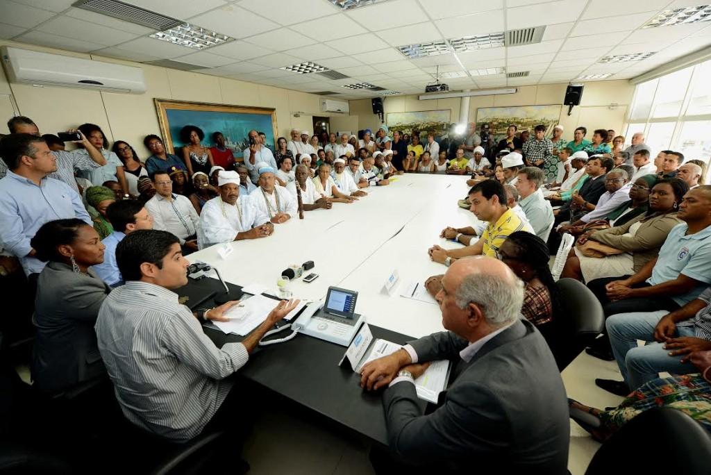 O Prefeito ACM Neto discursa para representantes de entidades no evento onde assinou o termo (Foto: Valter Pontes/AGECOM)