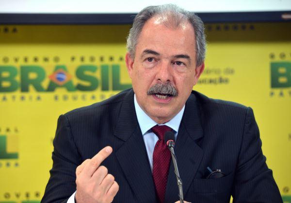 O ministro da Educação  Aloízio Mercadante fala  sobre o Sistema de Seleção Unificada (Sisu) e o Exame Nacional do Ensino Médio (Enem) de 2015.