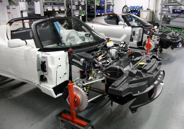 Automóvel no processo de montagem. Foto reprodução wikipedia