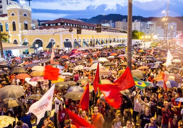 Manifestação em Florianópolis, em Santa Catarina (Foto: Gabriel Schlickmann/MAFALDA PRESS