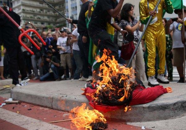 Malhação de Judas neste sábado (26) (Foto: Agência Estado)