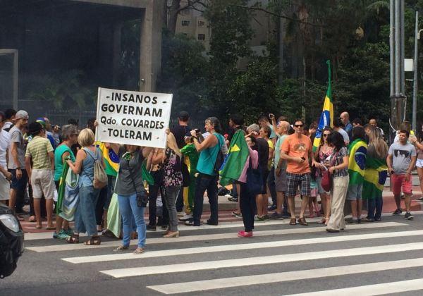 Manifestantes ocupam a Paulista neste sábado (26) (Foto: Evilásio Jr./Bahia.ba)
