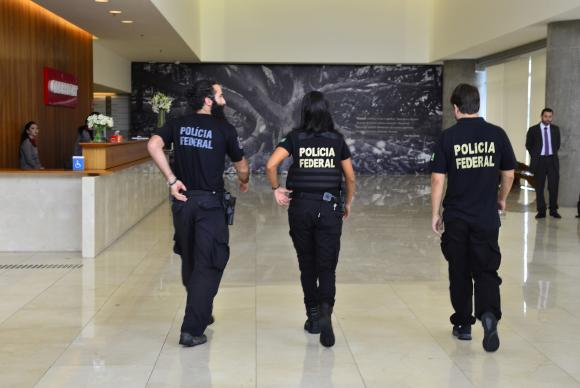 Polícia Federal na sede da Construtora Odebrecht, na 23ª fase da Operação Lava Jato (Foto: Rovena Rosa/Agência Brasil)