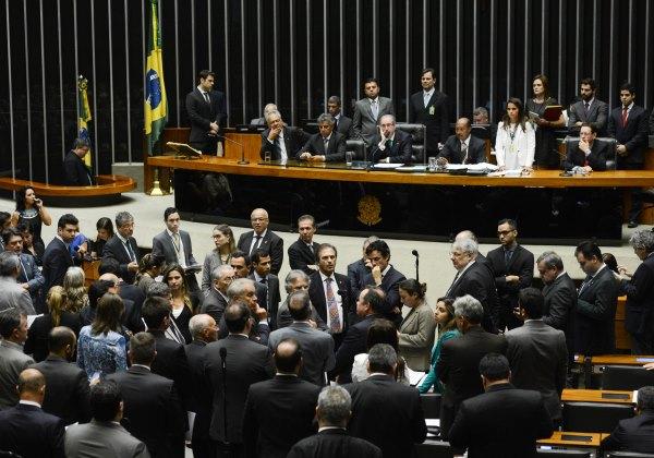 Brasília - O presidente da Câmara dos Deputados, Eduardo Cunha, preside a sessão no Plenário para o processo de eleição dos integrantes da comissão especial encarregada de analisar, o pedido de impeachment da presidente Dilma Rousseff (Antônio Cruz/ Agência Brasil)