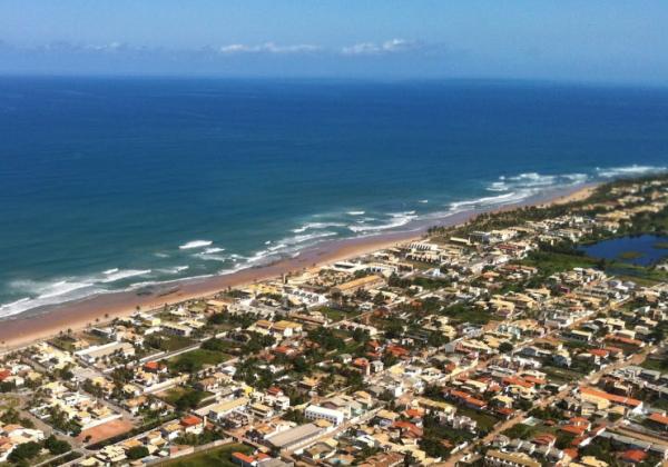 Vista aérea  da Praia do Flamengo em Salvador (Foto: Google Earth)