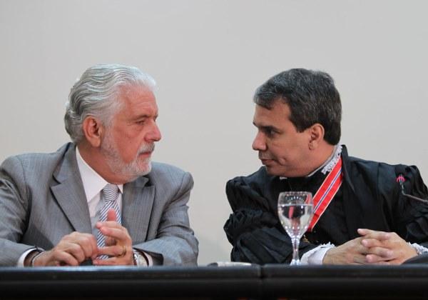 Jaques Wagner e Wellington César Lima e Silva. Foto: Manu Dias/Secom (2012).