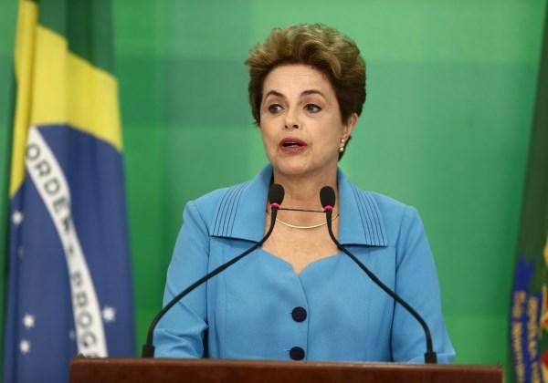 Dilma em pronunciamento na tarde desta segunda-feira (18), um dia após a Câmara aprovar a admissibilidade do processo de impeachment ( Foto: Wilton Júnior/ Estadão Conteúdo)