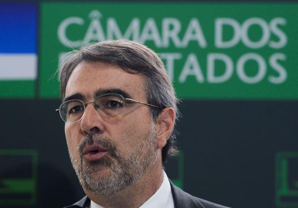 Brasília - Entrevista do deputado Henrique Fontana, vice-líder do PT, na Câmara dos Deputados. (Antônio Cruz/Agência Brasil)