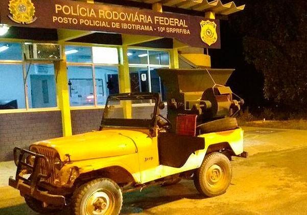 Veículo foi apreendido pela Polícia Rodoviária Federal (Foto: Ascom/PRF)