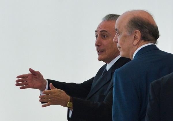 Brasília - O presidente em exercício, Michel Temer e o Ministro das Relações Exteriores, José Serra, durante cerimônia de apresentação de Credenciais dos Embaixadores Residentes em Brasília. (José Cruz/Agência Brasil)