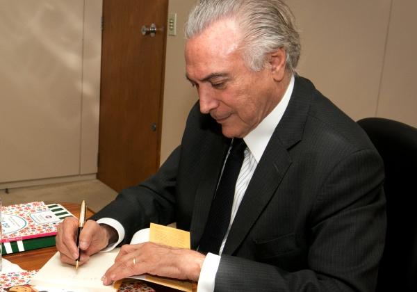 Michel Temer assina medida para liberar R$ 2 bilhões para municípios