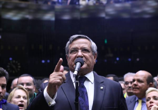 Deputado Benito Gama (PTB/BA) considera grave a situação da saúde financeira do país (Foto:Antonio Augusto/Câmara dos Deputados