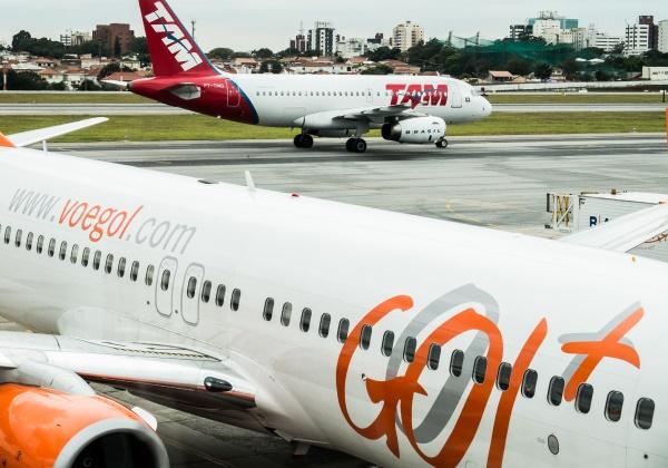 03-09-2014 - Aviões das empresas TAM E Gol, no Aeroporto de Congonhas em São Paulo. Foto: Rafael Neddermeyer/ Fotos Públicas