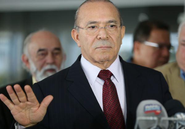 Advogados entregam defesa de Padilha e Moreira à CCJ