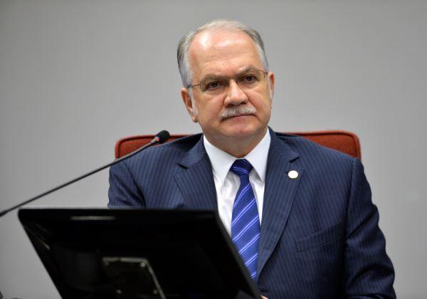 Brasília – O ministro do STF, Luiz Edson Fachin, durante audiência com governadores de estados endividados para discutir a dívida dos estados e a mudança na fórmula de cobrança da taxa de juros de composta para simples (José Cruz/Agência Brasil)