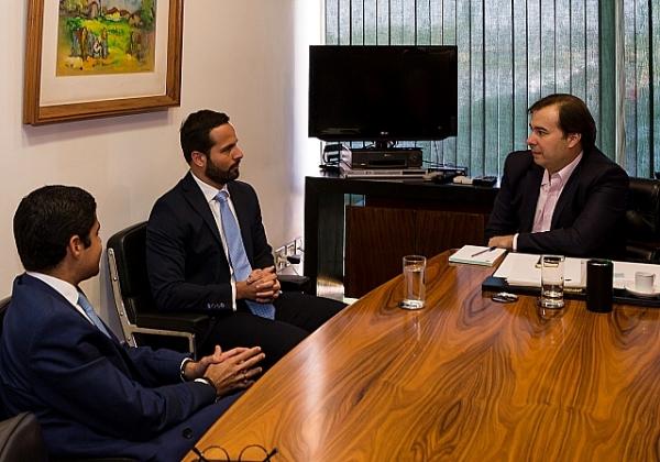 Em reunião com Rodrigo Maia, presidente da Câmara de Deputados, Marcelo Carelo, ministro da Cultura, externa preocupação com CPI da Lei Rouanet (Foto: Flávio Soares/Câmara Federal)