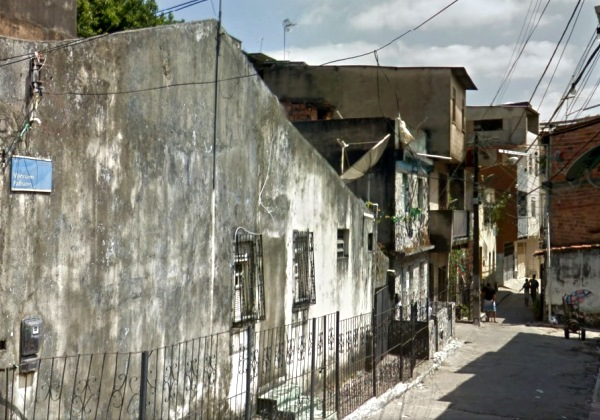 Rua Vitoriano Palhares, no bairro da Liberdade, em Salvador (Foto: Reprodução Google Street View).