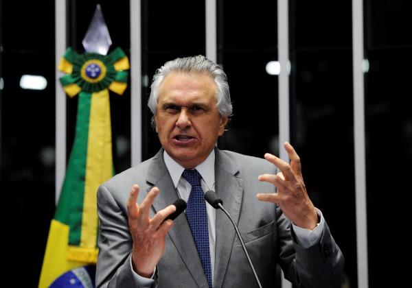 Caiado não votará em sessão que decide futuro de Aécio Neves