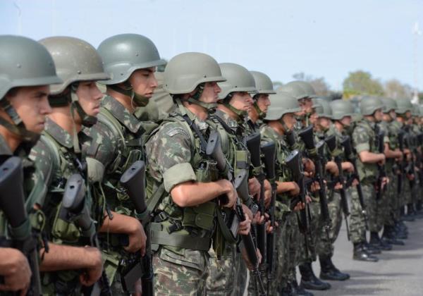 Forças Armadas e polícia civil cumprem 70 mandados de prisão em Niterói