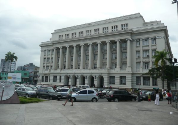 Advogados reclamam de juízes que, sob alegação de trabalharem em casa, não comparecem no Fórum Ruy Barbosa (Foto: Wikipedia)