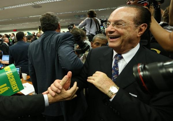 Laudo declara que Paulo Maluf pode continuar no Presídio da Papuda