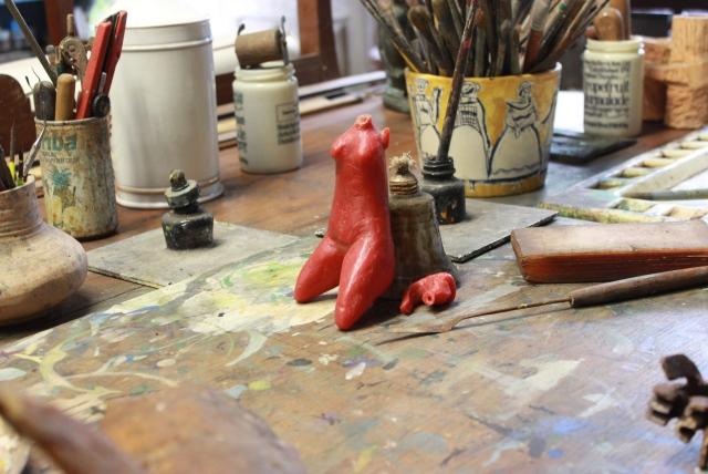 Modelo em miniatura, esculpido em cera de dentista. Foto: James Martins / bahia.ba