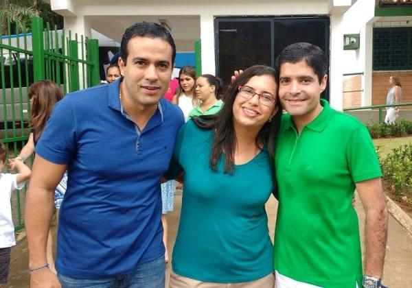 O vice-prefeito, Bruno, Reis (PMDB), sua nova assessora especial, Ana Paula, e o prefeito ACM Neto (DEM) I Foto: Reprodução / Facebook