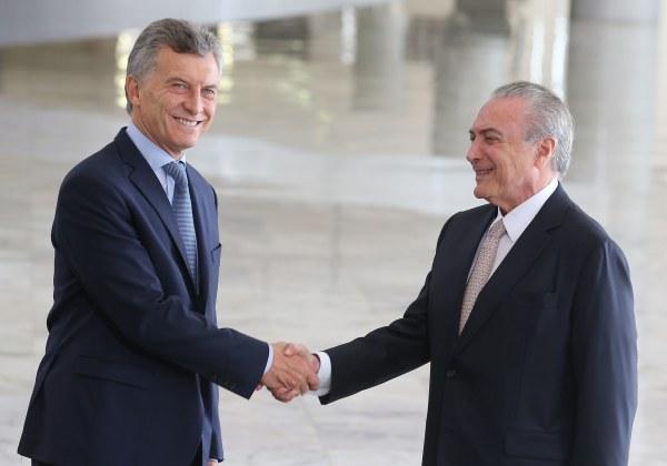 Temer diz que Macri 'serve de exemplo' por aprovar Previdência na Argentina