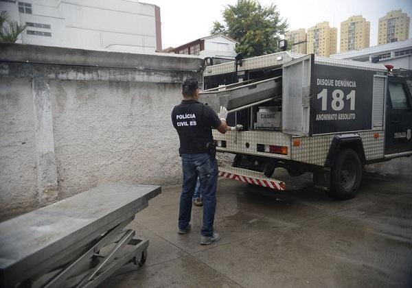 Vitória (ES) - Corpos chegam ao departamento médico legal de Vitória que chegou a ser fechado (Tânia Rêgo/Agência Brasil)