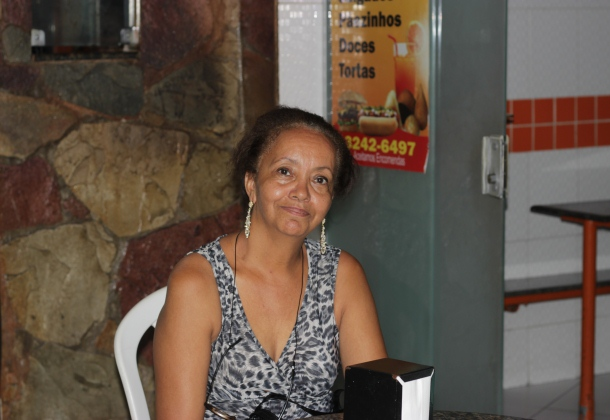 Anna Franco trabalha no local desde a fundação e destaca clima familiar (Foto: Izis Moacyr / bahia.ba).