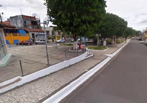 Praça 12 de Outubro, onde o crime foi registrado (Foto: Google Maps)