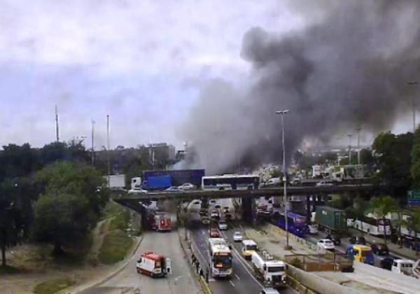 Ônibus incendiados Rio (Foto: Prefeitura Rio)