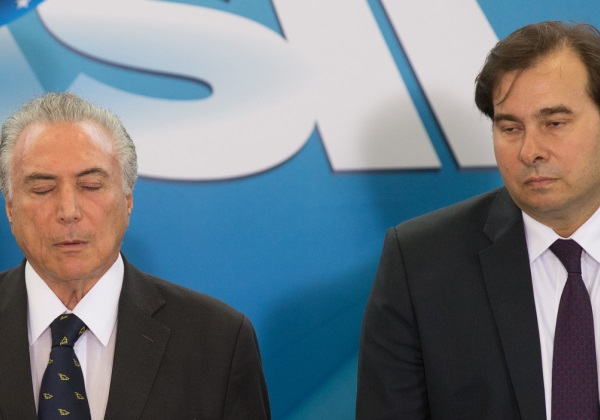 Rodrigo Maia afirma que pode suspender recesso para votar denúncia contra Temer