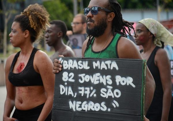 Protesto contra a violência com ativistas da Anistia Internacional. Foto: Fernando Frazão/Agência Brasil