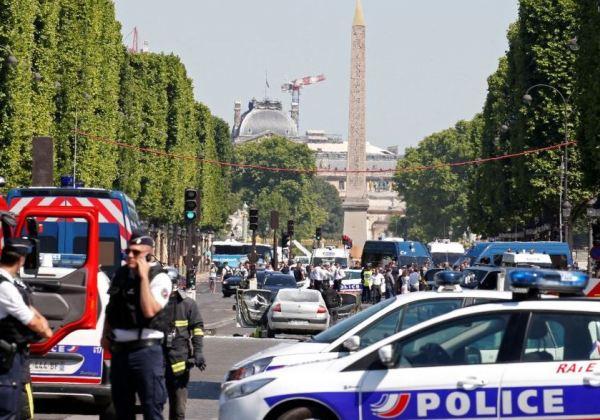 Paris carro (Foto: Reuters)
