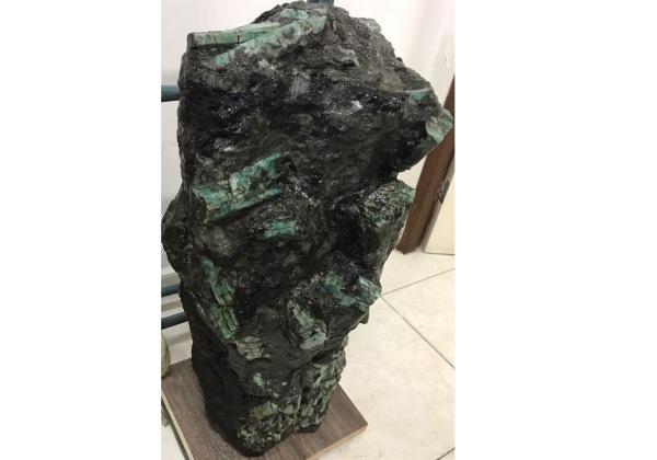 Esmeralda gigante encontrada na BA pertence a empresário de Petrolina