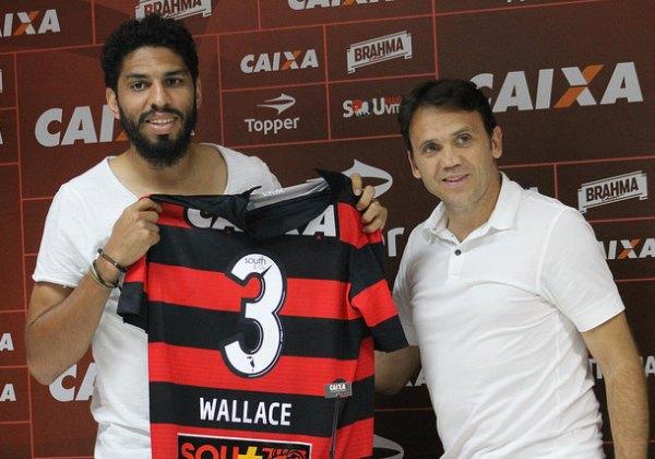 Wallace é apresentado e deve estrear contra Palmeiras